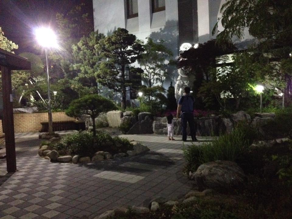 Парк перед госпиталем Святой Марии Пучон
